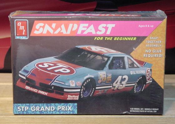 AMT #43 STP Richard Petty 1992 1/32 Scale Kit