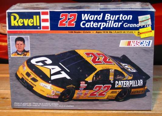#22 Caterpillar Ward Burton 1999 Revell Kit Sealed