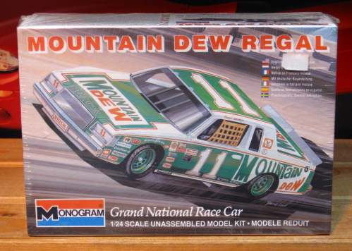 #11 Mountain Dew Darrell Waltrip 1982 Monogram Kit Sealed
