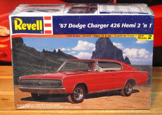 Revell 1967 Dodge Charger 426 Hemi Kit 2000 Issue