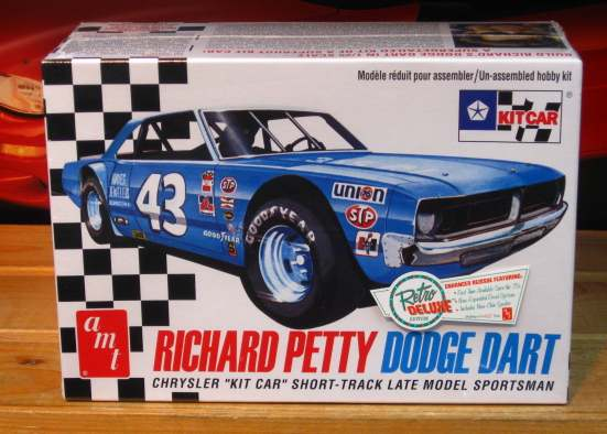 AMT Richard Petty Dodge Dart Kit Car New 2013 Issue
