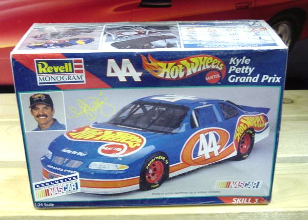 #44 Hot Wheels Kyle Petty 1997 Revell Kit Sealed